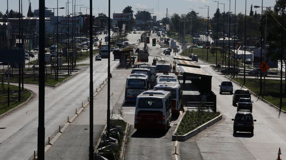Si bien no es el metrobus que más distancia tiene, es el de mayor infraestructura. Foto: LA NACION / Ricardo Pristupluk