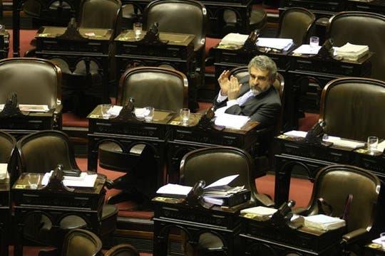 El jefe del bloque oficialista, Agustín Rossi, distendido. Foto: LA NACION / Mariana Araujo