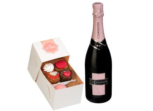 Con la compra de cualquiera de sus variedades, Chandon regala una caja de cupcakes y una tarjeta; el Brut Rosé ($ 41,  en Tonel Privado y Winery). Foto: lanacion.com