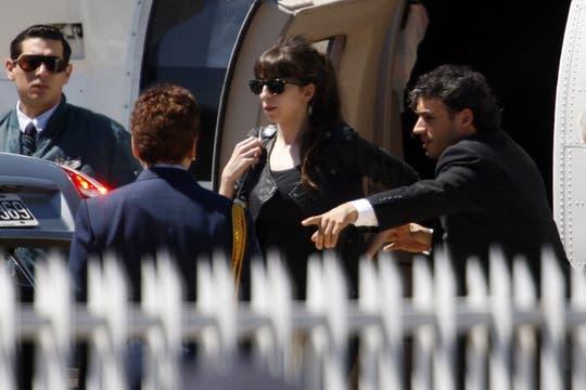 Florencia Kirchner al bajar del helicoptero que la trajo de la Quinta Presidencial junto a su madre y su hermano, para dirigirse a la Casa Rosada. Foto: LA NACION / Rodrigo Néspolo
