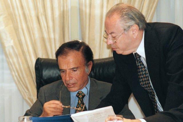 Menem y Corach, dos de los funcionarios que habrían recibido coimas