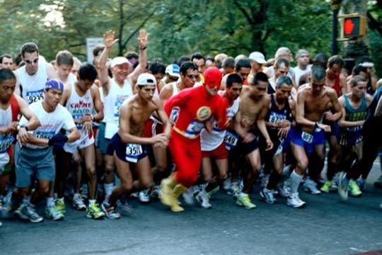 """Flash, es  Alvaro Cruz, trabaja como cicinero y es parte del equipo de corredores """"Los Compadres"""". Manda 300 dolares por mes. Foto: www.dulcepinzon.com"""
