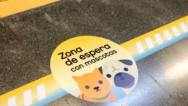 En los andenes habrá señales que indican dónde deberán subir los pasajeros con mascotas
