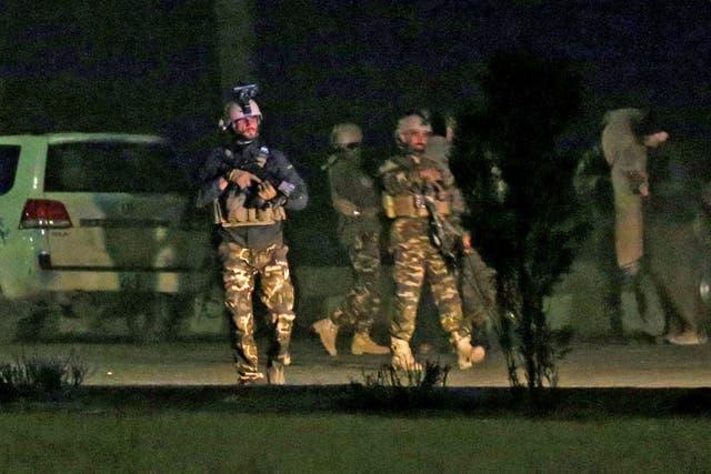 Las fuerzas de seguridad de Afganistán rodean el área del hotel