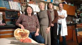 De izquierda a derecha, Flavia Forchiassin, Nora Monzón, Laura Levin y Luis Diorio
