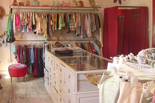 La ropa está en muy buen estado, algunas cosas, casi sin uso. Foto: Cecilia Wall