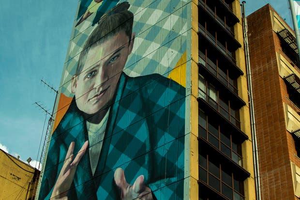 El mural que tiene una dimensión de 50 metros de alto por 12 de ancho