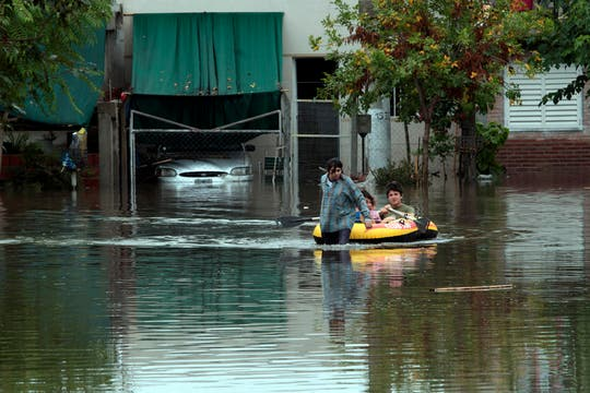 Cayeron 181 milímetros de agua, una cifra récord, que inundaron zonas densamente pobladas de la ciudad; la peor catástrofe de La Plata. Foto: LA NACION