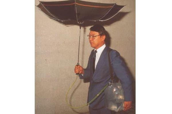 Para los más ambientalistas, un paraguas que recoge el agua de la lluvia para usarla después. Foto: talesofinterest.net