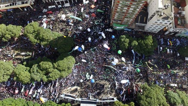 En un multitudinario acto, las centrales obreras reclamaron por los despedidos, inflación y Ganancias