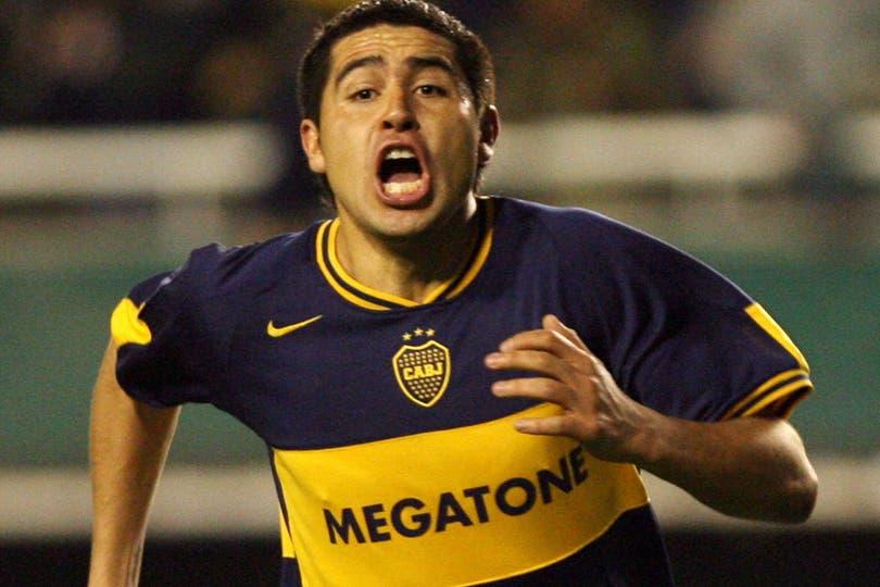 Riquelme grita su gol a Gremio, en el partido de ida de la final de 2007