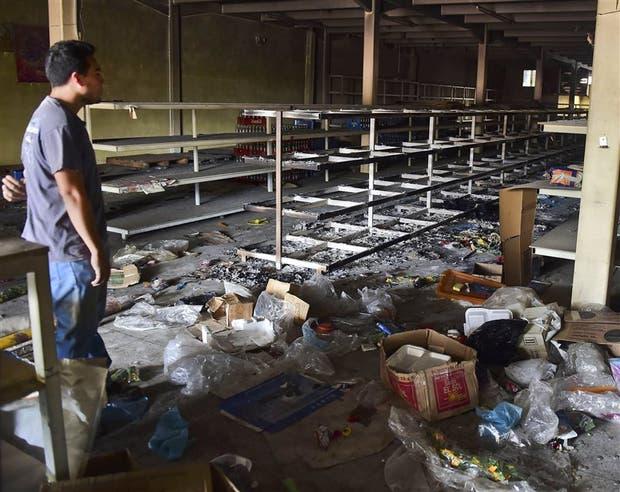 En Valencia, estado de Carabobo, hubo una ola de saqueos a supermercados y comercios