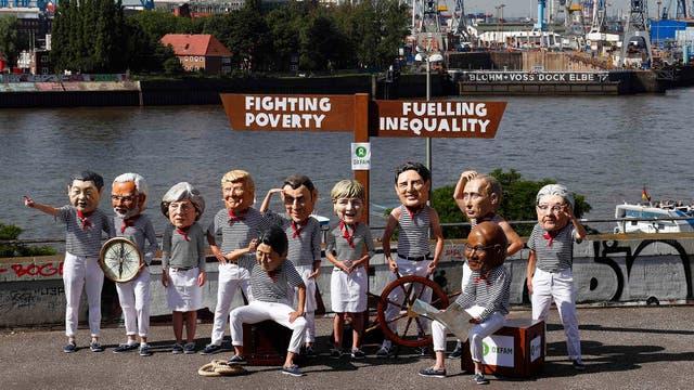 Creatividad y originalidad en afiches, pancartas, performances y disfraces para protestar contra el G-20