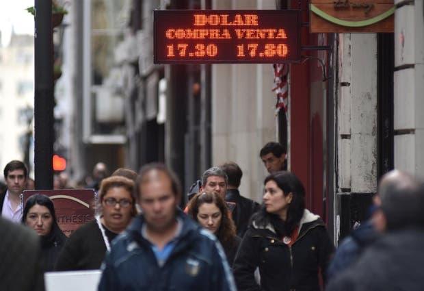 El dólar minorista se acerca a los $ 18 en los últimos días