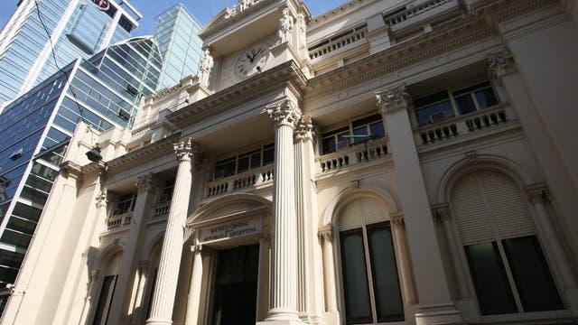 El BCRA volvió a intervenir para frenar la suba del dólar