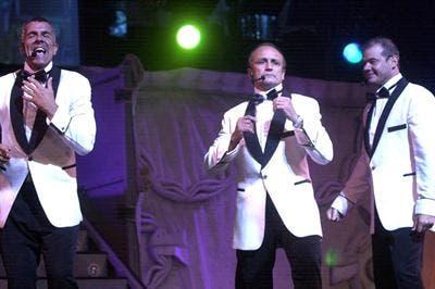 Miguel Del Sel, con el trío cómico Midachi. Foto: Archivo