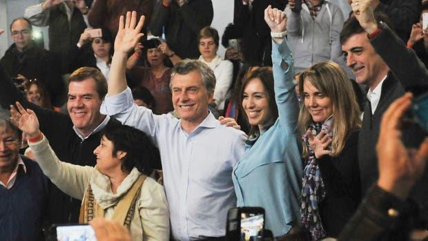 Mauricio Macri y María Eugenia Vidal en un acto de campaña en Azul