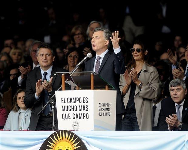 Macri destacó el aporte del campo en la economía y tuvo una recepción muy favorable