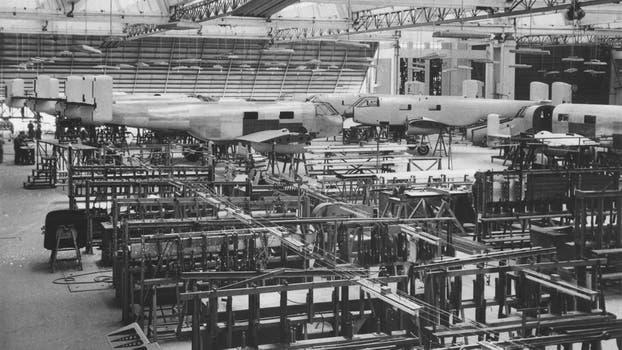 La Fabrica Argentina de Aviones en Córdoba. Construcción del Huanquero. Foto: Archivo