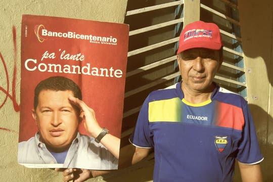 Un vendedor ambulante en las proximidades del Palacio de Miraflores. Foto: LA NACION / Juan Pablo De Santis