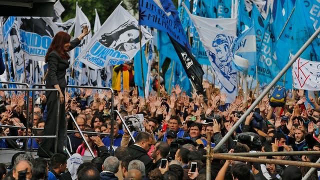 Cristina Kirchner reapareció en la escena político con su paso por los tribunales de Comodoro Py