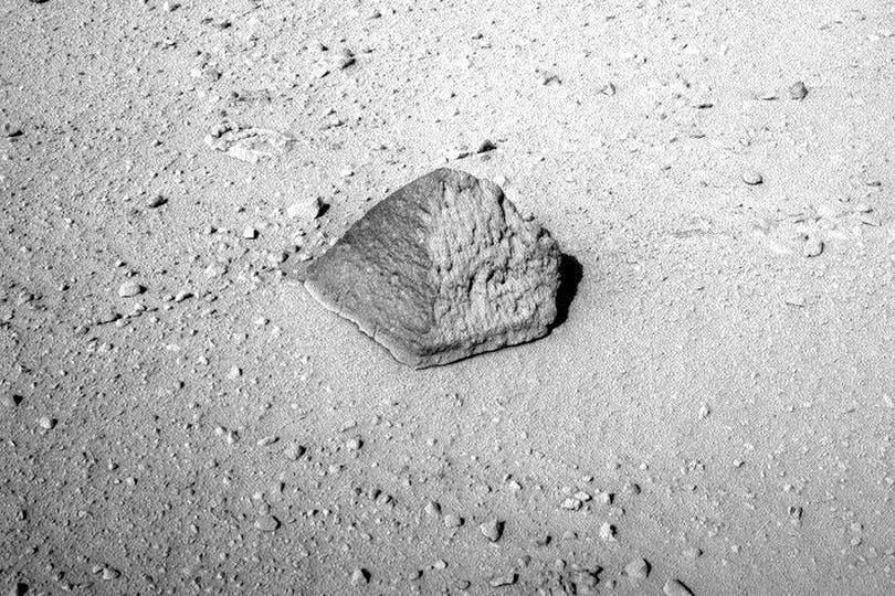 La curiosa piedra será analizada en profundidad por la NASA