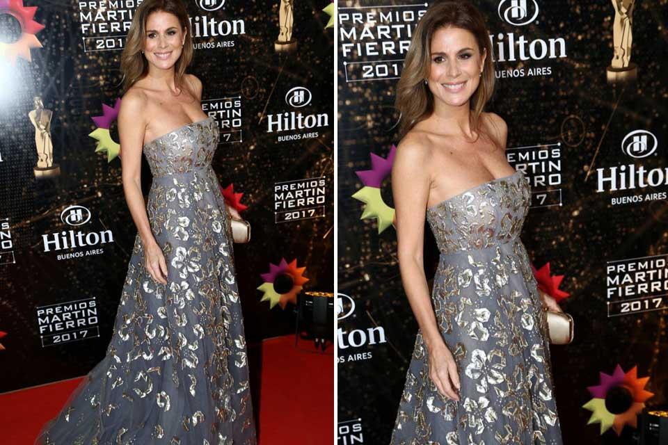 Flavia Palmiero con un vestido de Oscar de la Renta en la alfombra roja de los Martín Fierro .