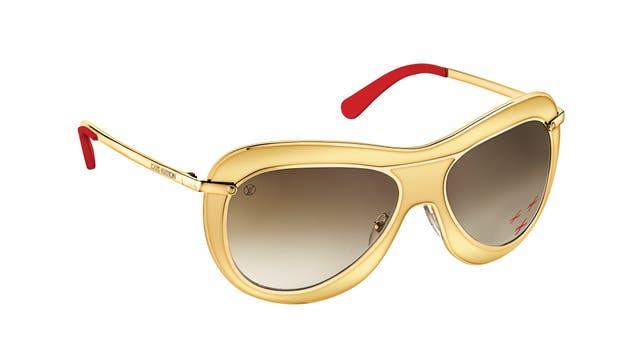 Modelo máscara en oro y rojo (Louis Vuitton)