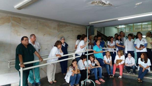 Los médicos del hospital del Niños de Tucumán, en asamblea