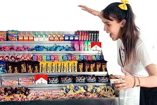 Los kioscos vienen con una kiosquera que reparte golosinas entre los invitados.
