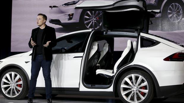 Elon Musk durante la presentación del Model X, el reciente modelo de auto eléctrico de lujo de Tesla Motors