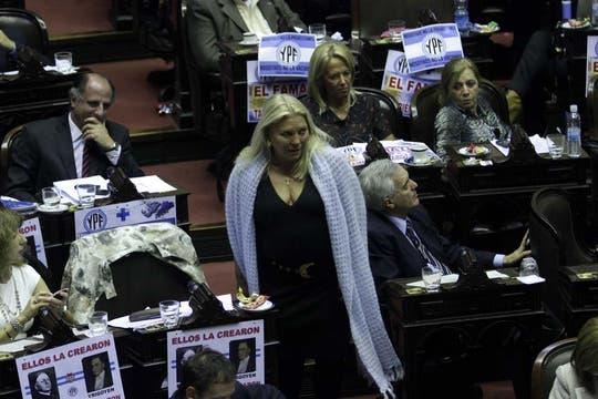 El oficialismo espera lograr por lo menos 200 votos positivos; militantes se movilizaron para celebrar. Foto: DyN