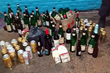 Las bebidas alcohólicas secuestradas del ómnibus en el que se trasladaban los simpatizantes de Unión.