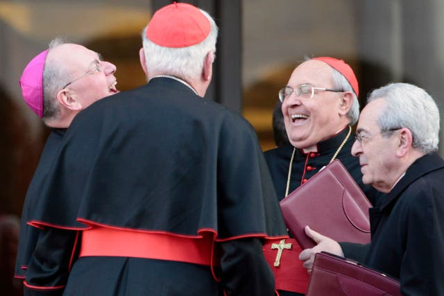 El cardenal Sandri (segundo desde la derecha), anteayer