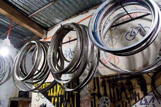 Todo lo que refiere a bicicletas puede encontrarse en La Fabricicleta. Foto: LA NACION / Matías Aimar