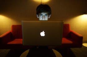 Aaron Swartz iba a ser enjuiciado en dos meses por descargar millones de artículos universitarios protegidos,the new york times
