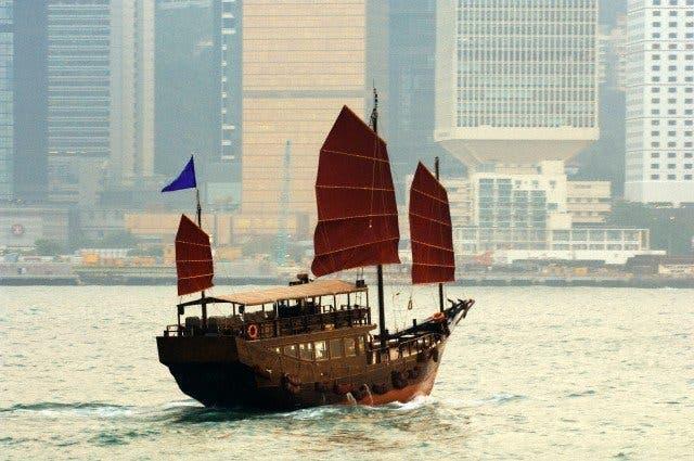 Paseo en un duk ling, antigua embarcación de vela, típica de Hong Kong
