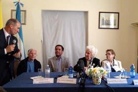 La conferencia de Carlotto, presentada por el embajador Cafiero