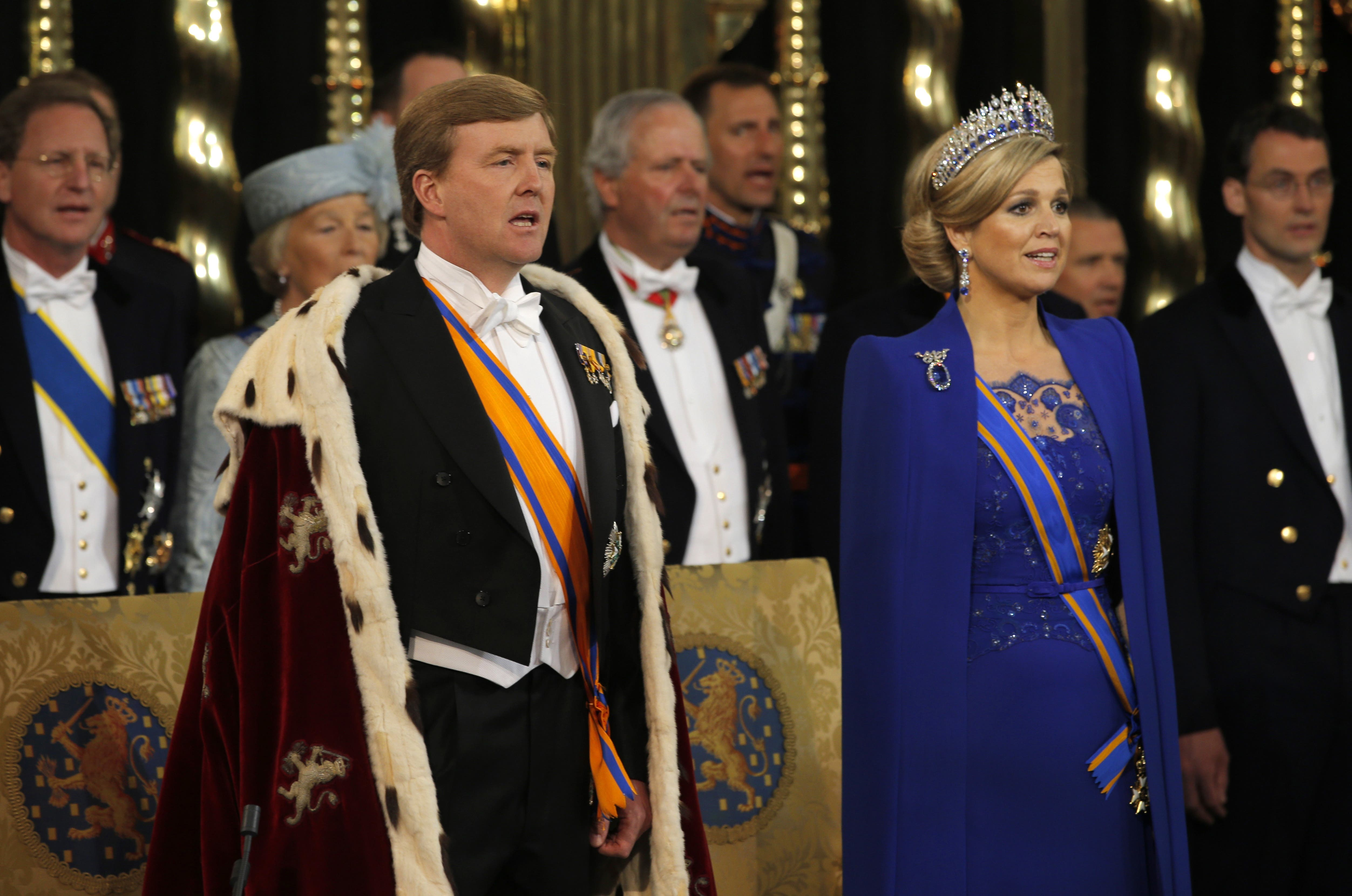Luego del paso formal de abdicación de Beatriz, Guillermo y Máxima fueron a Nieuwe Kerk, durante se realizó ceremonia de investidura. Foto: /AP