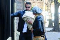Luciano Castro llevó a su hija a dar el primer paseo