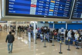 """""""Los prestadores de servicios de transporte aéreo internacional deberán remitir a la Dirección Nacional de Migraciones información relativa a los sujetos transportados"""""""