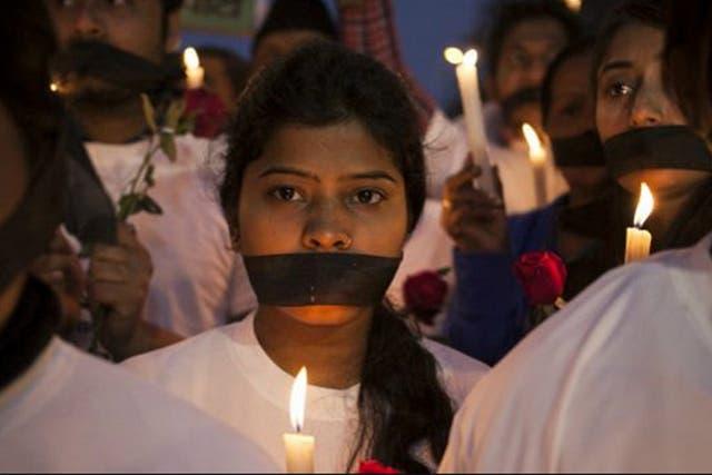 Las muestras de duelo se extendieron por todo India tras la muerte de la mujer violada