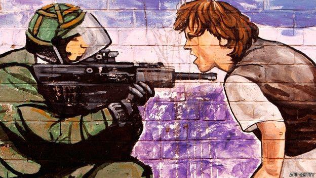 Muchos residentes de Belfast dicen sentirse más seguros con los muros