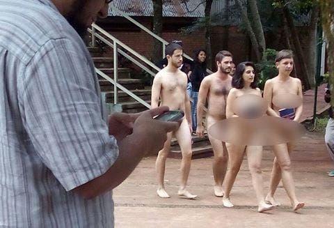 Cuatro estudiantes recorrieron desnudos una universidad de Misiones