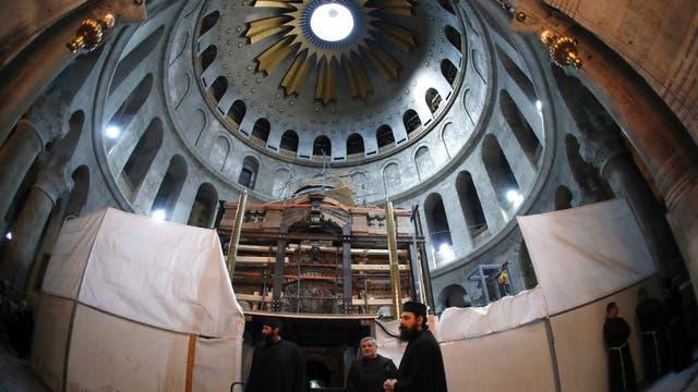 La apertura de la tumba es parte de los trabajos de restauración del Santo Sepulcro