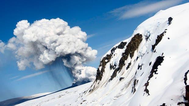 Alerta amarilla por la mayor actividad sísmica del volcán Hudson