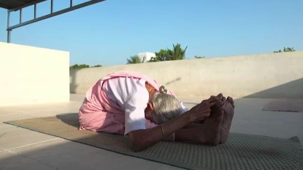 Las increíbles posturas que logra la profesora de Yoga