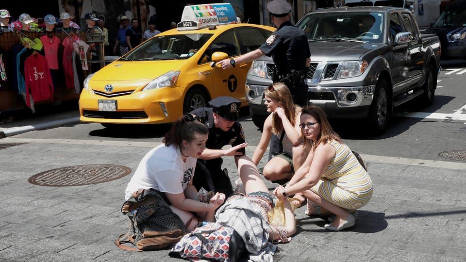 Un auto atropelló a varias personas en Times Square. Foto: Reuters / Mike Segar