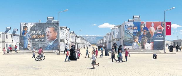 La imagen de Erdogan, siempre presente en el campo de refugiados Kahramanmaras