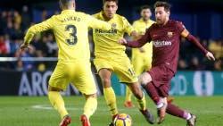 Messi maniobra ante los jugadores de Villarreal